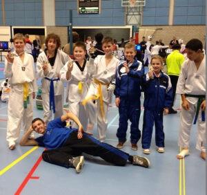 Lees meer over het artikel Maar liefs 11 maal Goud op District kampioenschappen voor Taekwondoschool.