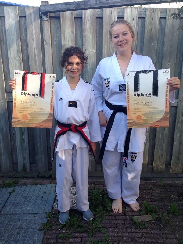Taekwondoschool is weer twee zwarte banden rijker.